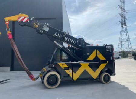 Hoisting and lifting works with pick and carry crane